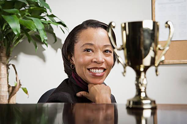 Business Frau genießen Ihr trophy – Foto