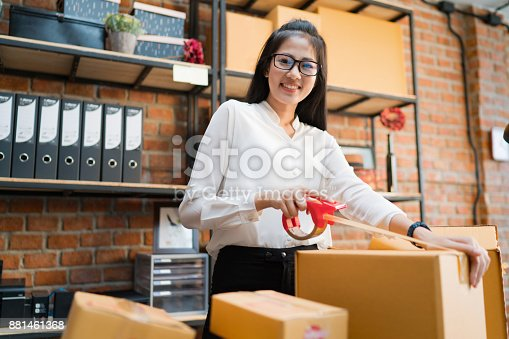 istock Business woman are packing boxes to send to customers. 881461368