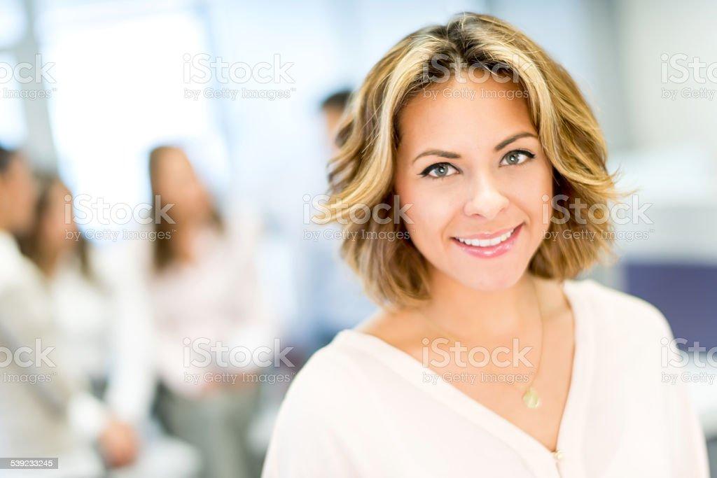 Mujer de negocios en la oficina foto de stock libre de derechos