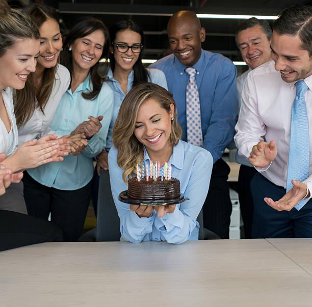 business-frau feiert - super torte stock-fotos und bilder