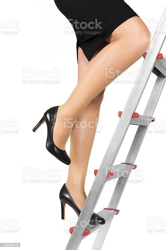 Geschäftsfrau Klettern die Karriereleiter – Foto