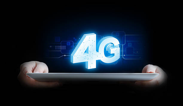 business woman connecting to 4g - 4g foto e immagini stock