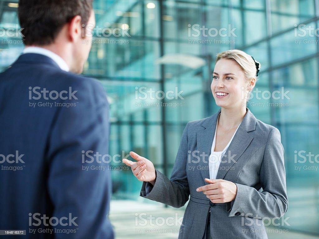 Business-Frau sprechen mit executive-Massage für Herren – Foto