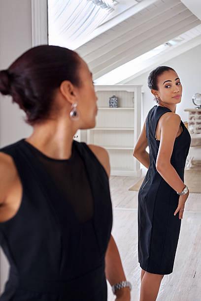 Femme d'affaires miroir du dressing - Photo