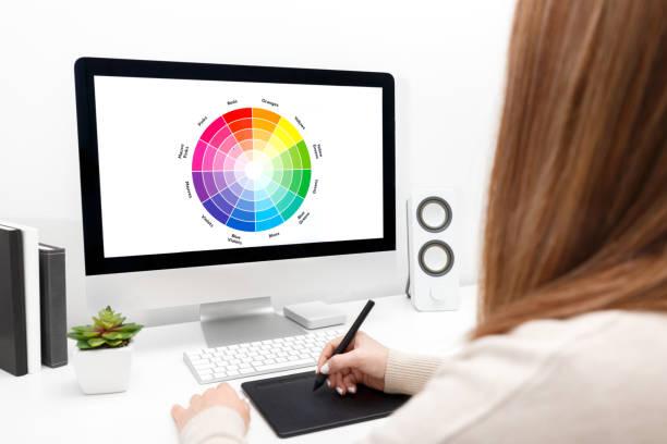 Geschäftsfrau, Freelancer oder Blogger mit computer – Foto