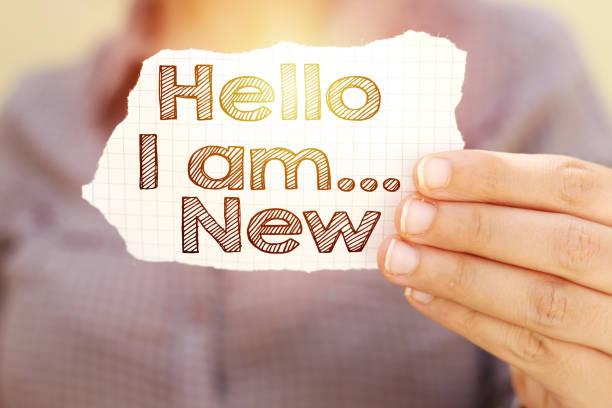Business-Frau Riss Papier halten mit Hallo bin ich neuen Text – Foto