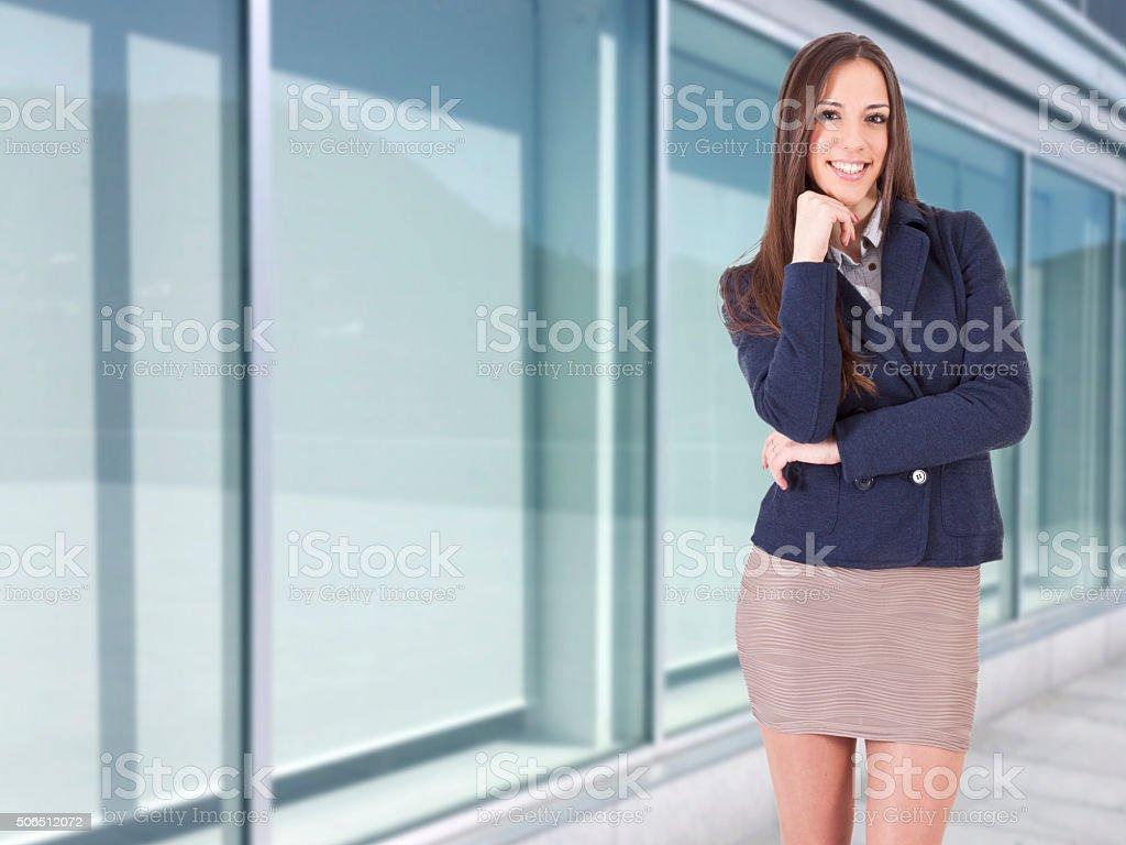 Mujer de negocios en actitud positiva, estilo de vida - foto de stock