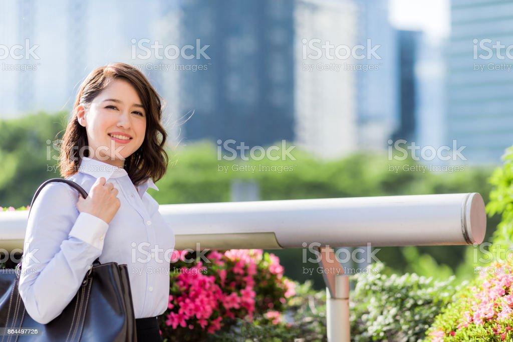 mulher de negócios no urbano da cidade. - foto de acervo