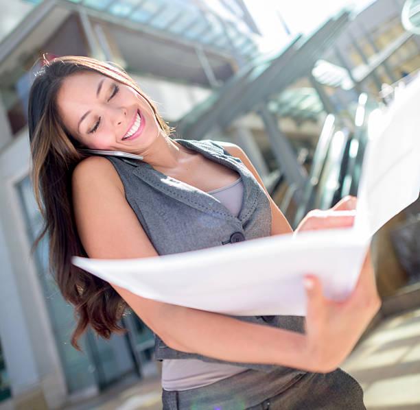 business frau multitasking - rechtsassistent stock-fotos und bilder