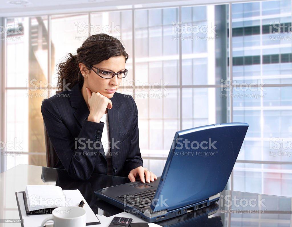 Weibliche Büroangestellter – Foto