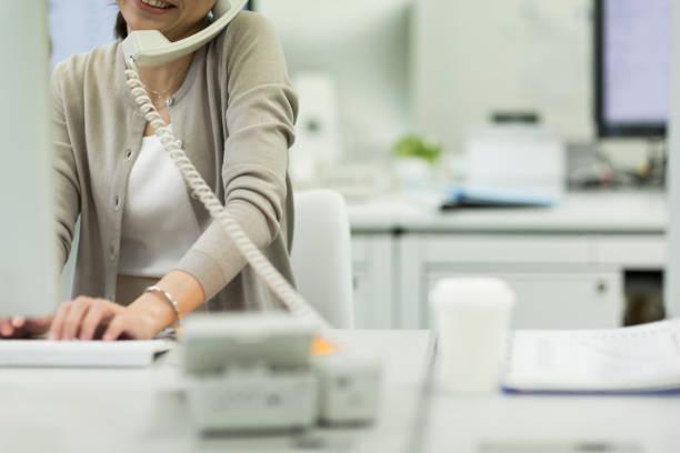 ビジネス女性 - オフィス家具 ストックフォトと画像