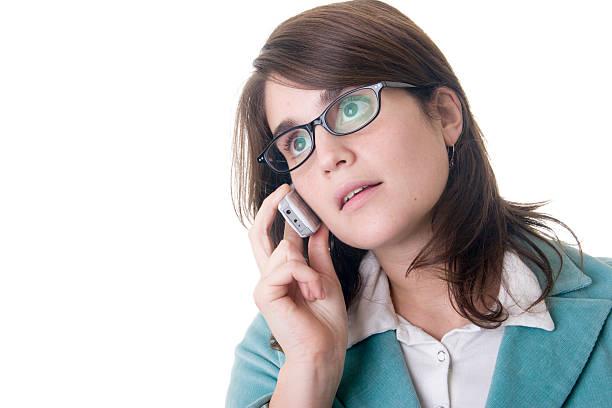 business-frau sprechen auf ein handy mit losen sight - elemi stock-fotos und bilder