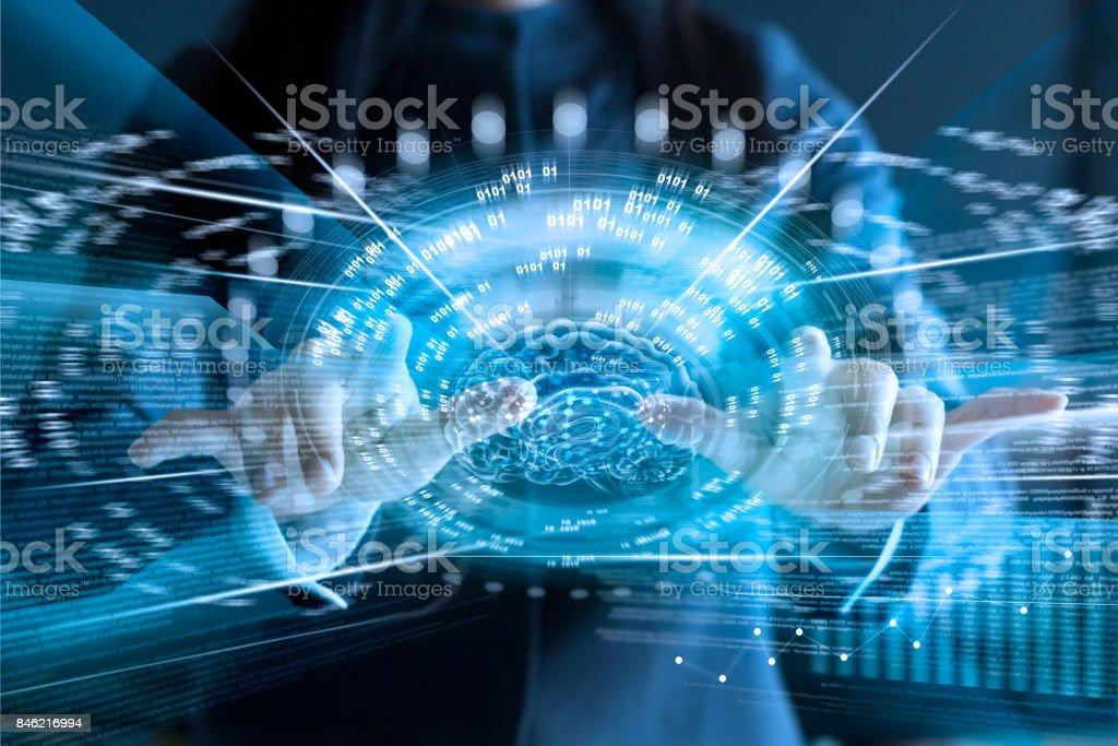 Femme d'affaires touchant un écran virtuel du cerveau et de la connexion réseau vitesse rapide sur écran, concept d'entreprise de technologie connexion - Photo