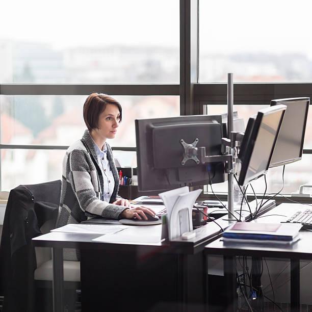 Business-Frau, die arbeitet im Büro. – Foto