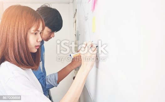 istock Business women and man are presenting a working diagram to customers. To achieve the goal, The concept of courage makes the work out better. 867006658