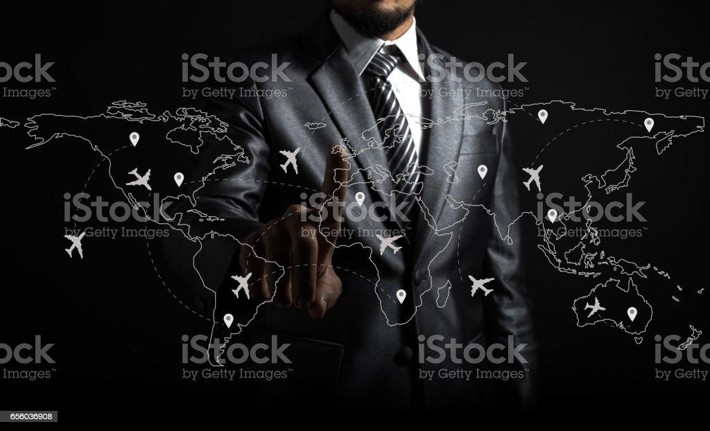 Homme d'affaires et avion lignes sur la carte du monde - Photo