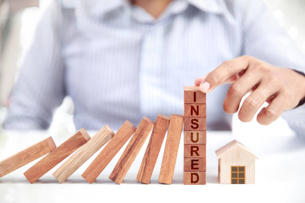 Geschäftsmann und Home Modell, Versicherungskonzept – Foto