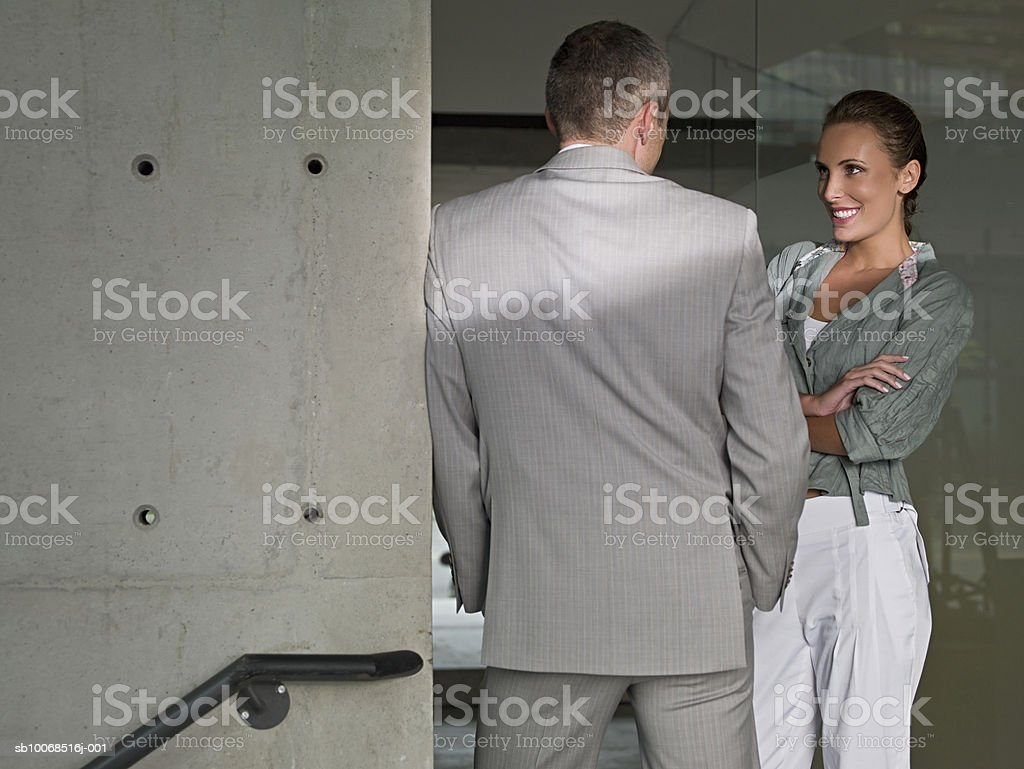 Businessman and woman in office smiling foto stock royalty-free