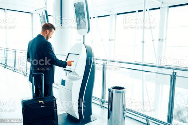 Businessman at an airport picture id1150100330?b=1&k=6&m=1150100330&s=612x612&h=ksjt4pxbvyvc28is0swhwubne8bzojzoglsqmsbasxw=