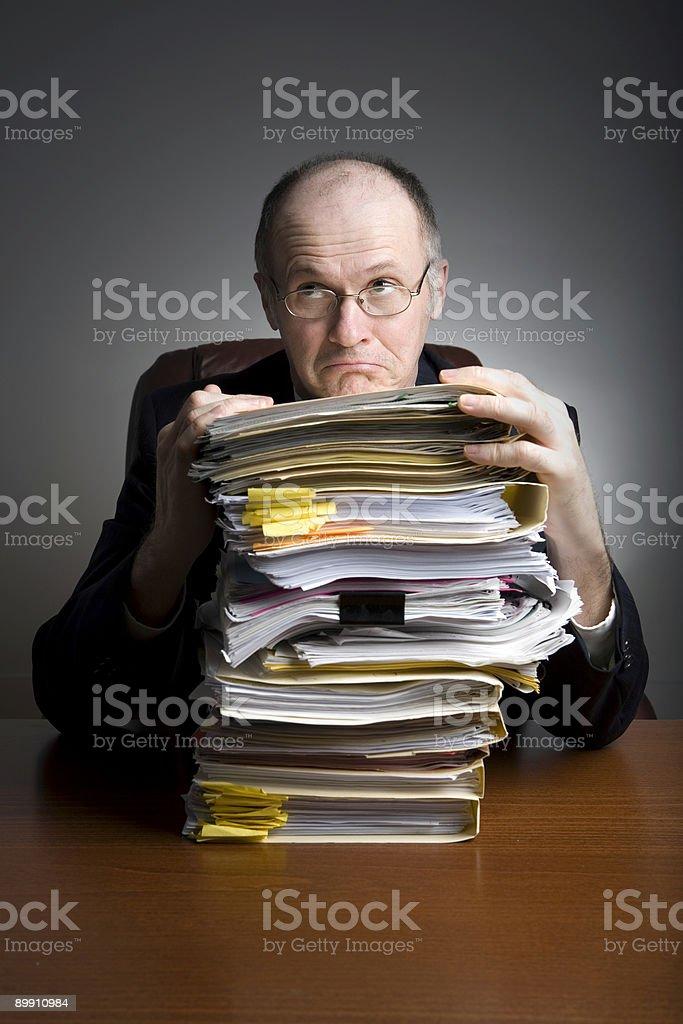 Hombre de negocios en escritorio de la serie foto de stock libre de derechos