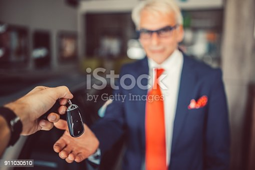 1138561232 istock photo Businessman buying new car 911030510