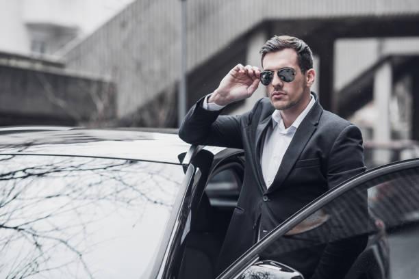 geschäftsmann von der business-fahrzeug - 1m coupe stock-fotos und bilder