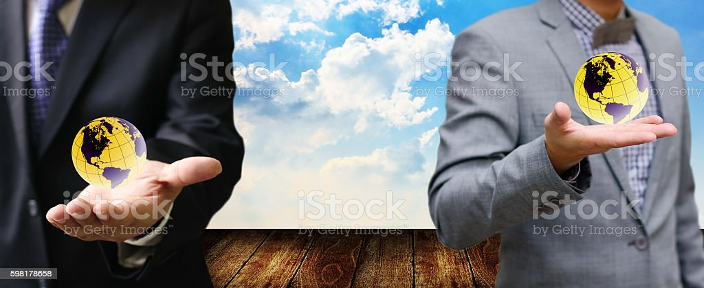 Businessman carry the world in hand foto royalty-free
