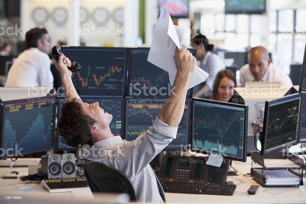 Uomo d'affari festeggia il successo - foto stock