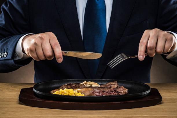 affärsman äta biff - bordsskick bildbanksfoton och bilder