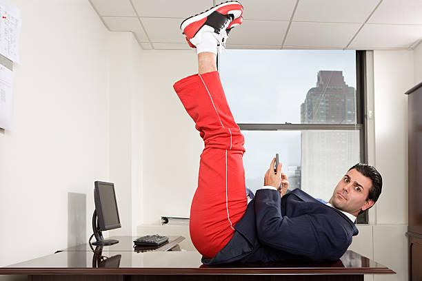 geschäftsmann in büro training - sweatpants stock-fotos und bilder