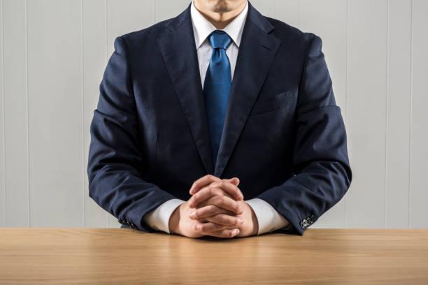 説明するビジネスマン - ビジネスフォーマル ストックフォトと画像