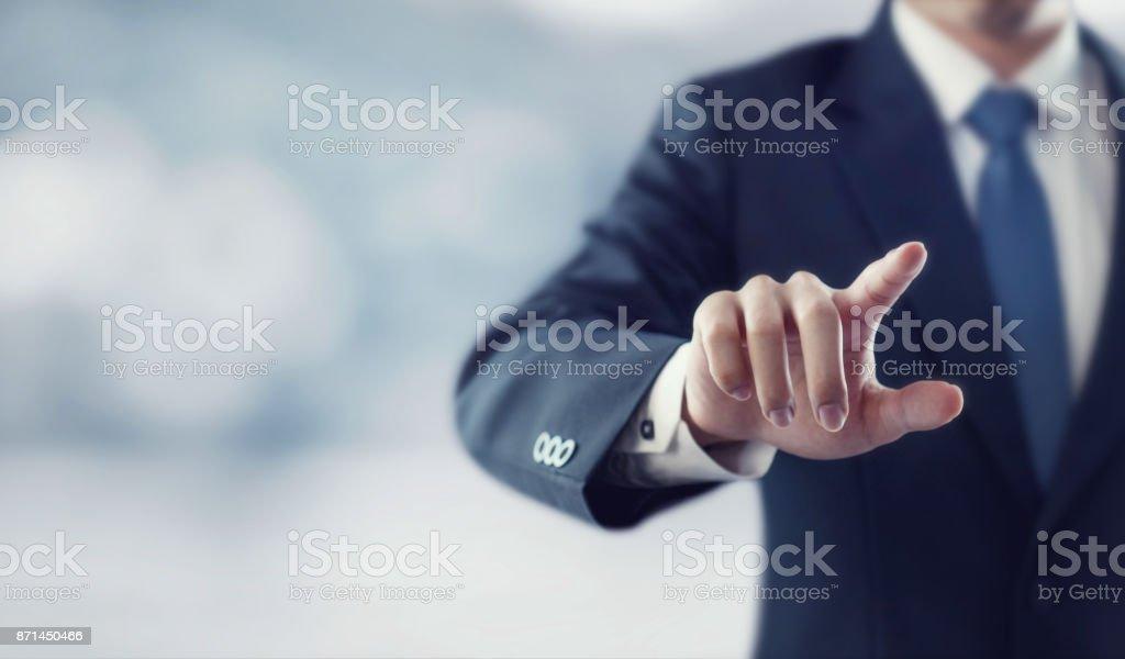Geschäftsmann hand berühren virtuellen Bildschirm – Foto
