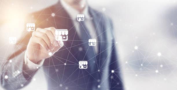 Geschäftsmann Handschrift Symbol Franchise-Marketing-System im globalen Netzwerk-Anschluss, Textfreiraum – Foto