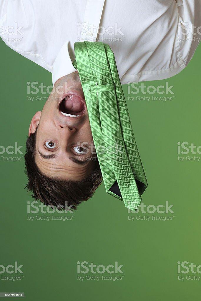 Empresario colgado hacia abajo - foto de stock