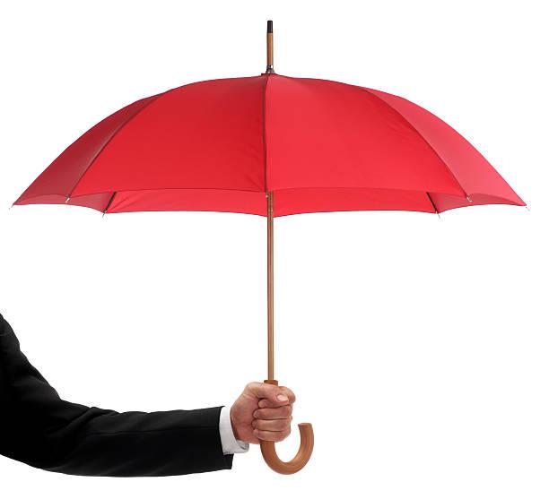 Homme d'affaires tenant un parapluie rouge - Photo