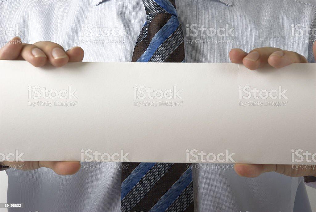 Empresario sosteniendo en blanco tarjeta de negocio foto de stock libre de derechos
