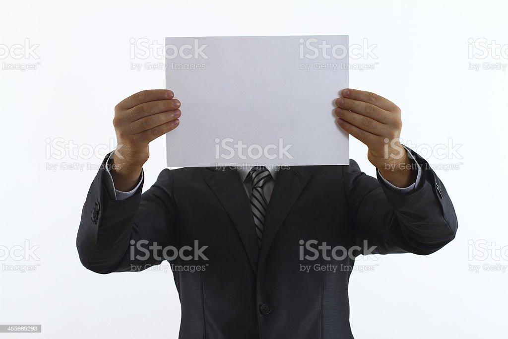 Geschäftsmann holding blank white paper – Foto
