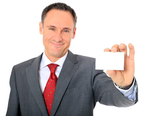 empresario sosteniendo una tarjeta de negocios - gerente de cuentas fotografías e imágenes de stock