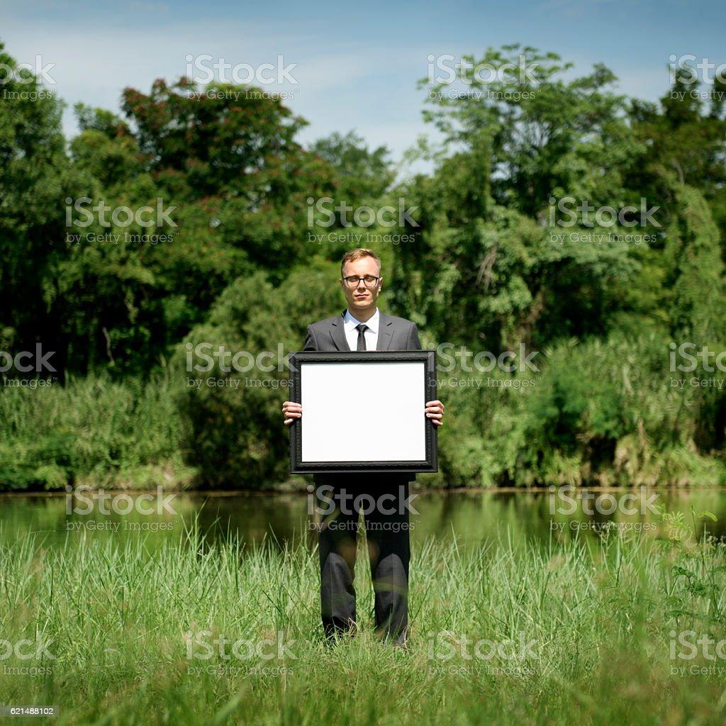 Homme d'affaires détenant copie espace Concept cadre photo photo libre de droits
