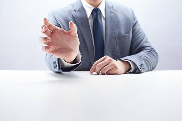 ビジネスマンを何 - 握る ストックフォトと画像