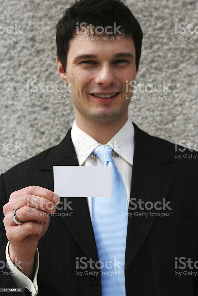 Geschäftsmann hält eine weiße Karte-Fügen Sie Ihren eigenen text. Lizenzfreies stock-foto