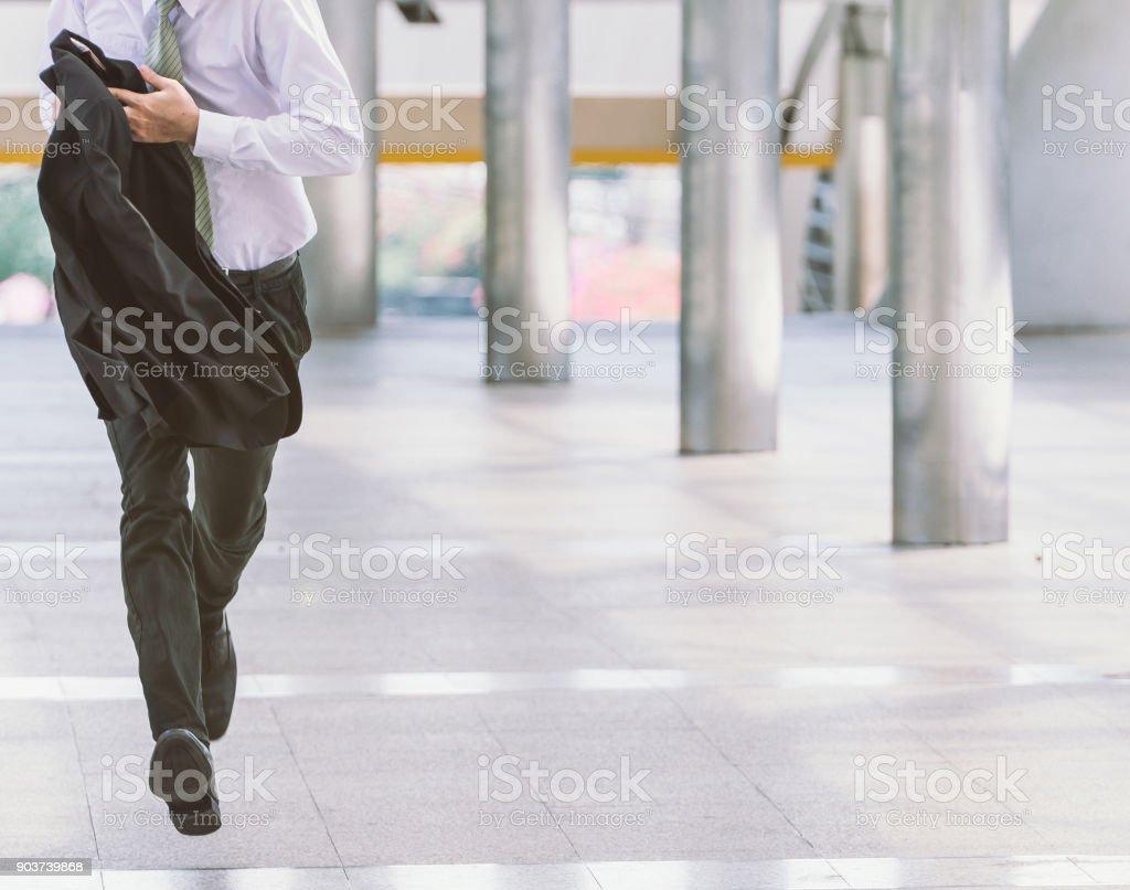 pressa de empresário correndo - foto de acervo
