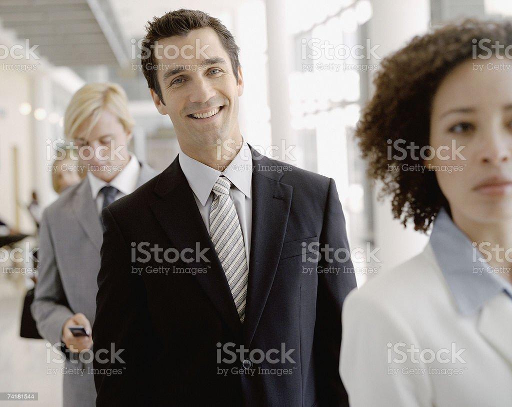 Sorridente empresário na linha foto de stock royalty-free