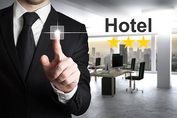 businessman in modern office pushing touchscreen hotel rating - flugticket vergleich stock-fotos und bilder