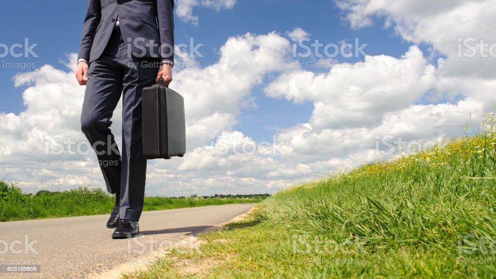 Geschäftsmann in Natur – Foto