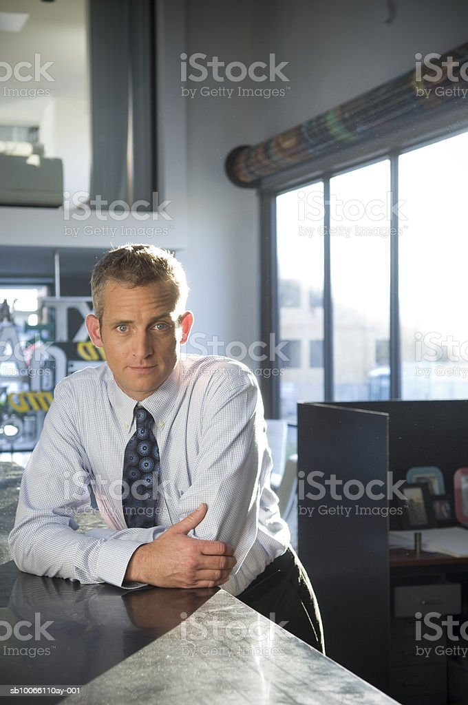 Businessman in office, portrait foto de stock libre de derechos