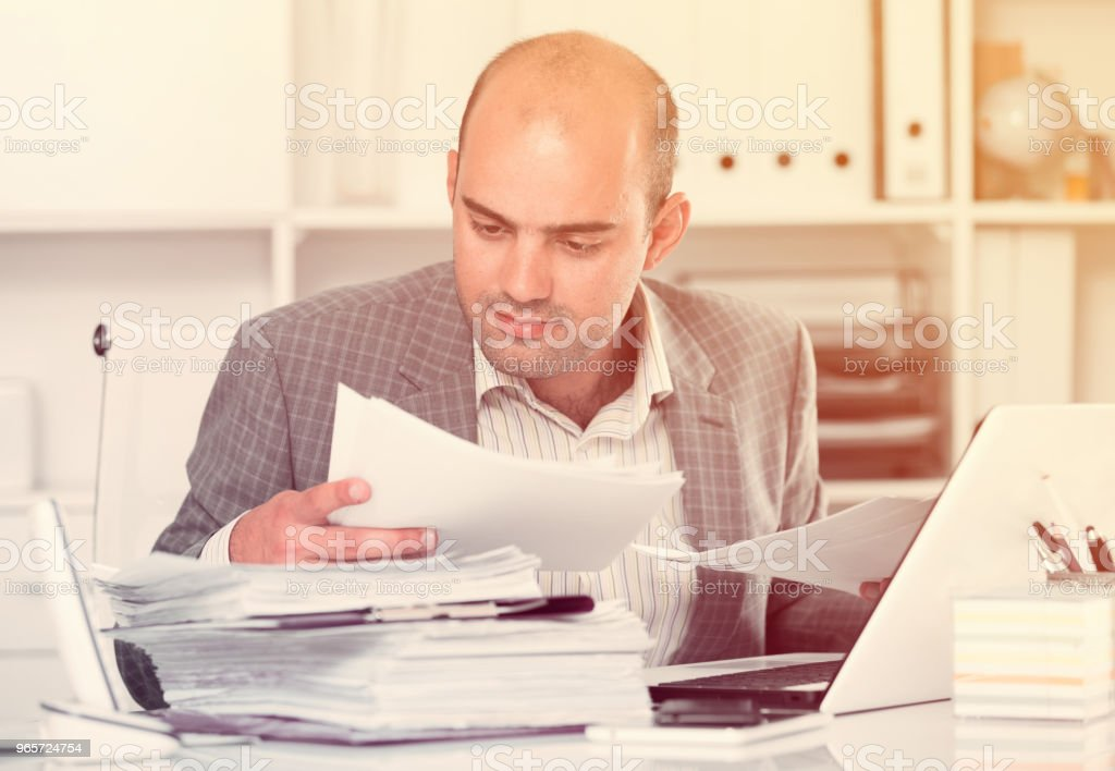Businessman in shirt viewing documents at the table - Royalty-free 30-39 Years Stock Photo