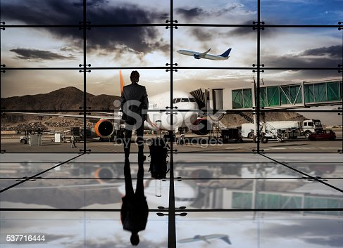 509630674 istock photo Businessman in the airport 537716444