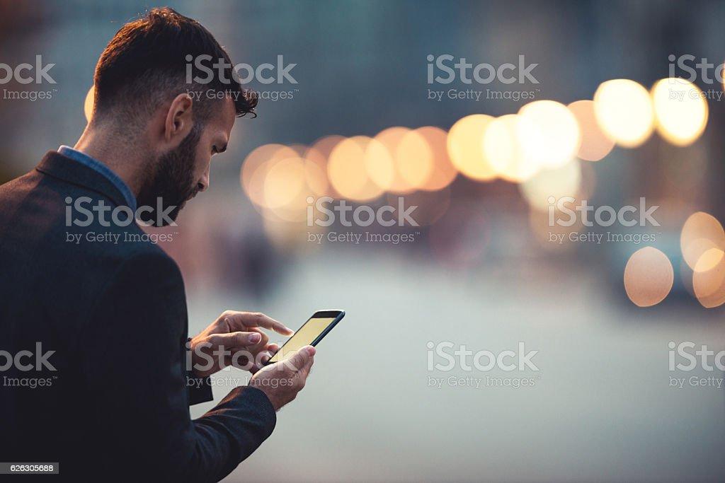 Hombre de negocios en la ciudad - foto de stock