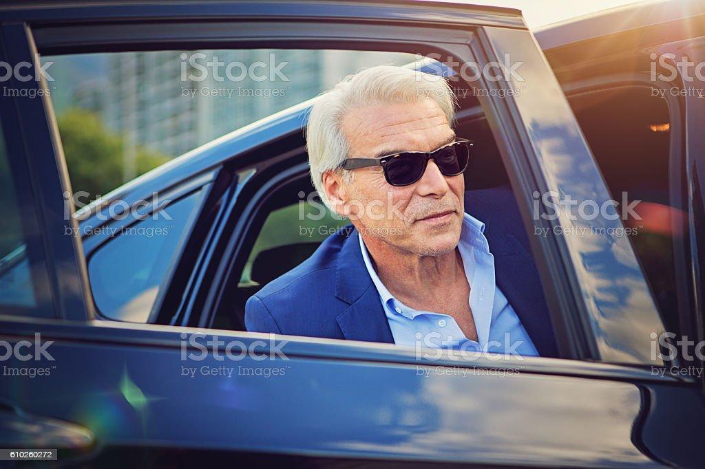 Businessman is enter/exit his car – Foto